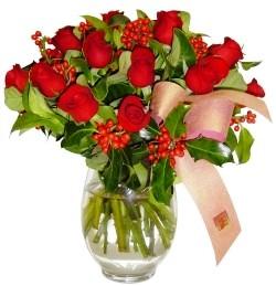 Konya kaliteli taze ve ucuz çiçekler  11 adet kirmizi gül  cam aranjman halinde