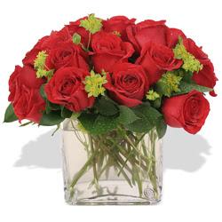 Konya anneler günü çiçek yolla  10 adet kirmizi gül ve cam yada mika vazo