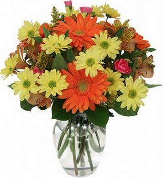 Konya ucuz çiçek gönder  vazo içerisinde karışık mevsim çiçekleri