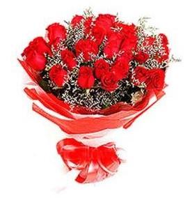 Konya çiçek siparişi sitesi  12 adet kırmızı güllerden görsel buket