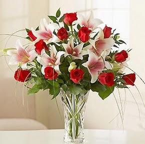 Konya çiçek siparişi sitesi  12 adet kırmızı gül 1 dal kazablanka çiçeği