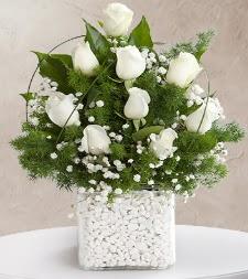 9 beyaz gül vazosu  Konya hediye sevgilime hediye çiçek