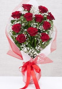 11 kırmızı gülden buket çiçeği  Konya çiçek satışı