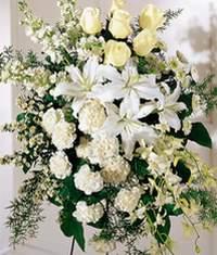 Konya çiçek gönderme sitemiz güvenlidir  Kazablanka gül ve karanfil ferforje
