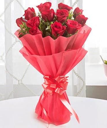 12 adet kırmızı gülden modern buket  Konya uluslararası çiçek gönderme