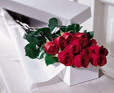 Konya hediye sevgilime hediye çiçek  özel kutuda 12 adet gül