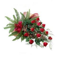 Konya çiçek gönderme sitemiz güvenlidir  10 adet kirmizi gül özel buket çiçek siparisi