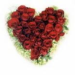 kalp biçiminde 15 gülden   Konya çiçekçiler