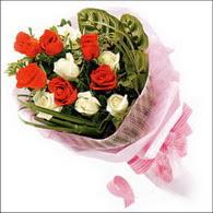 5 kirmizi 5 beyaz güllerden   Konya çiçek gönderme sitemiz güvenlidir