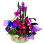 çikolata ve sepette çiçek   Konya cicekciler , cicek siparisi
