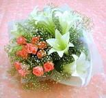 Konya uluslararası çiçek gönderme  lilyum ve 7 adet gül buket