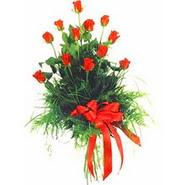 12 adet kirmizi gülden buket   Konya uluslararası çiçek gönderme