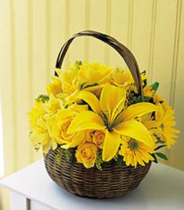 sepet içerisinde sarinin sihri  Konya çiçek gönderme