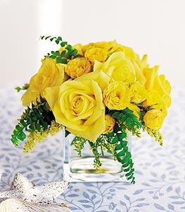 Konya çiçek gönderme  cam içerisinde 12 adet sari gül