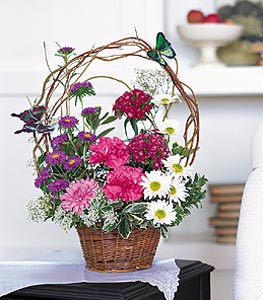 Konya çiçek gönderme  sepet içerisinde karanfil gerbera ve kir çiçekleri