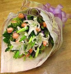 Konya yurtiçi ve yurtdışı çiçek siparişi  11 ADET GÜL VE 1 ADET KAZABLANKA