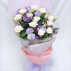 Konya yurtiçi ve yurtdışı çiçek siparişi  BEYAZ GÜLLER VE KIR ÇIÇEKLERIS BUKETI