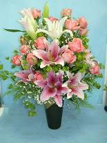 Konya yurtiçi ve yurtdışı çiçek siparişi  cam vazo içerisinde 21 gül 1 kazablanka