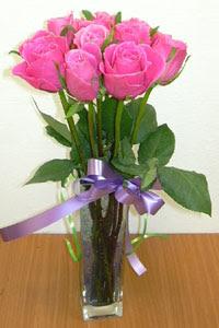 cam vazo içerisinde 11 adet gül  Konya yurtiçi ve yurtdışı çiçek siparişi