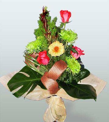 Konya çiçek servisi , çiçekçi adresleri  3 adet gül 4 adet gerbera çiçegi sade buket