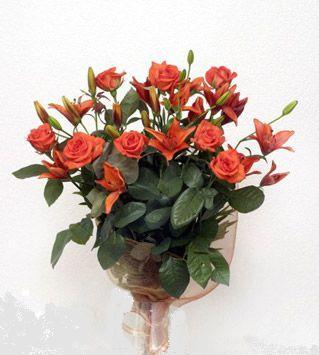 9 adet gül ve 3 adet lilyum çiçegi buketi   Konya çiçek yolla