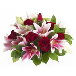 güller ve kazablnaklardan aranjman  Konya çiçek , çiçekçi , çiçekçilik