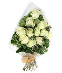 Konya çiçek siparişi vermek  12 li beyaz gül buketi.