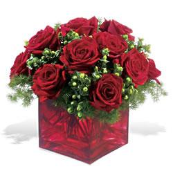Konya uluslararası çiçek gönderme  9 adet kirmizi gül cam yada mika vazoda