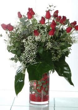 Konya çiçekçiler  11 adet kirmizi gül ve cam yada mika vazo tanzim