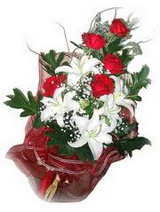 Konya internetten çiçek satışı  5 adet kirmizi gül 1 adet kazablanka çiçegi buketi
