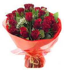 Konya çiçek , çiçekçi , çiçekçilik  11 adet kimizi gülün ihtisami buket modeli