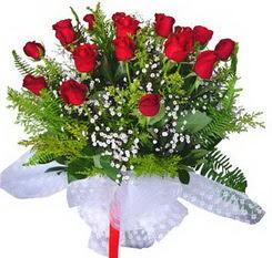 Konya hediye sevgilime hediye çiçek  12 adet kirmizi gül buketi esssiz görsellik