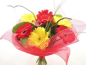 9 adet gerbera çiçeklerinden buket  Konya hediye sevgilime hediye çiçek
