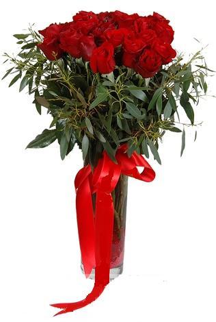 15 adet kirmizi gül cam vazo içerisinde  Konya yurtiçi ve yurtdışı çiçek siparişi