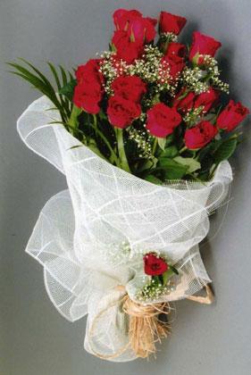 10 adet kirmizi güllerden buket çiçegi  Konya internetten çiçek siparişi