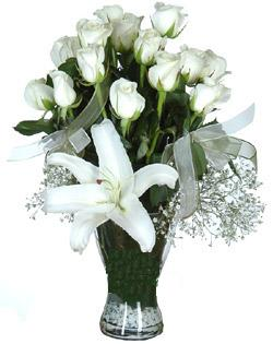 cam içerisinde 11 beyaz gül ve 1 kazablanka  Konya güvenli kaliteli hızlı çiçek