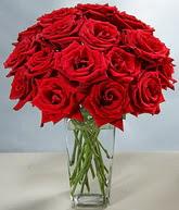 Konya kaliteli taze ve ucuz çiçekler  cam vazoda 11 kirmizi gül  Konya ucuz çiçek gönder