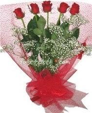 5 adet kirmizi gülden buket tanzimi  Konya uluslararası çiçek gönderme