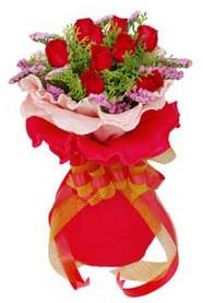 Konya çiçek gönderme  8 Adet kirmizi güllerden buket tanzimi