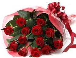 Konya çiçek , çiçekçi , çiçekçilik  10 adet kipkirmizi güllerden buket tanzimi