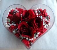 Konya çiçek yolla  mika kalp içerisinde 3 adet gül ve taslar
