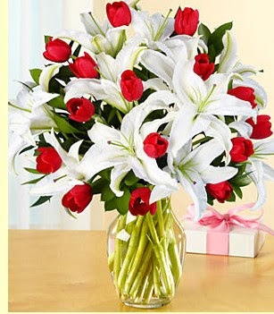 Konya güvenli kaliteli hızlı çiçek  3 kazablanka 10 kırmızı gül vazosu