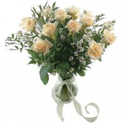 Vazoda 8 adet beyaz gül  Konya çiçek satışı