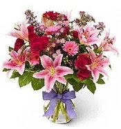 Vazo içerisinde karışık mevsim çiçeği  Konya güvenli kaliteli hızlı çiçek
