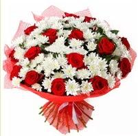 11 adet kırmızı gül ve beyaz kır çiçeği  Konya yurtiçi ve yurtdışı çiçek siparişi
