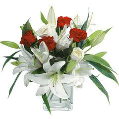 vazo içerisinde 4 gül 1 adet kazablanka  Konya çiçek gönderme sitemiz güvenlidir