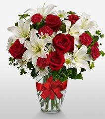 Eşsiz vazo tanzimi güller kazablankalar  Konya çiçek gönderme sitemiz güvenlidir
