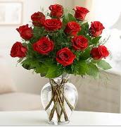 Vazo içerisinde 12 kırmızı gül  Konya hediye sevgilime hediye çiçek