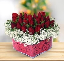 15 kırmızı gülden kalp mika çiçeği  Konya hediye sevgilime hediye çiçek