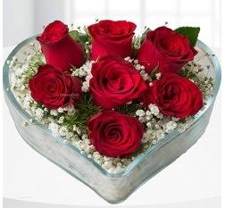 Kalp içerisinde 7 adet kırmızı gül  Konya çiçekçi mağazası